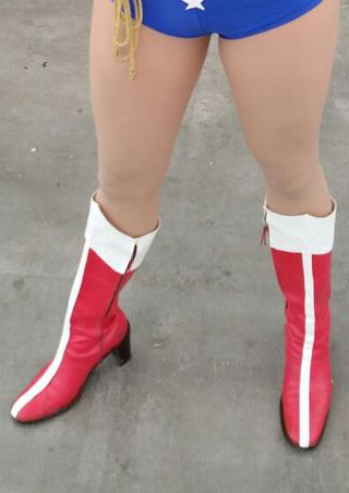 Z16091716 Wonder Woman Vintage Red Boots